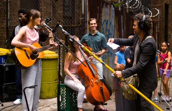 (L-R) KEIRA KNIGHTLEY and MARK RUFFALO star in BEGIN AGAIN