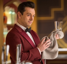 Michael Sheen plays the android bartender Arthur.